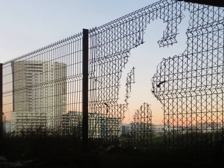 Bordalo II - Invisible Man Acrossing Borders