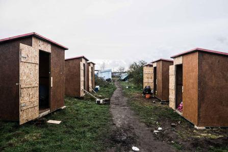 banksy-calais-camp-dwellings