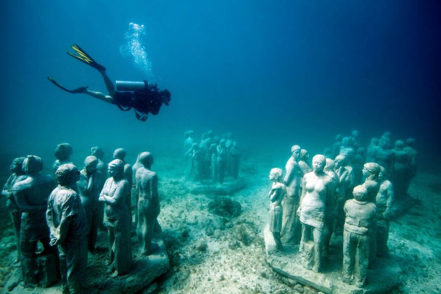 Sculpture and Photo credit Jason Decaires Taylor