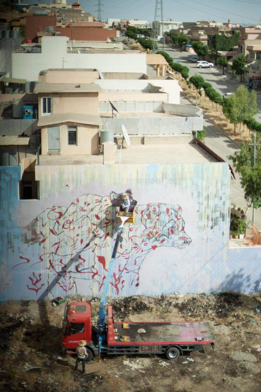 ernesto-maranje-iraq-refugee-street-art-mural-photo-credit-aptart-2