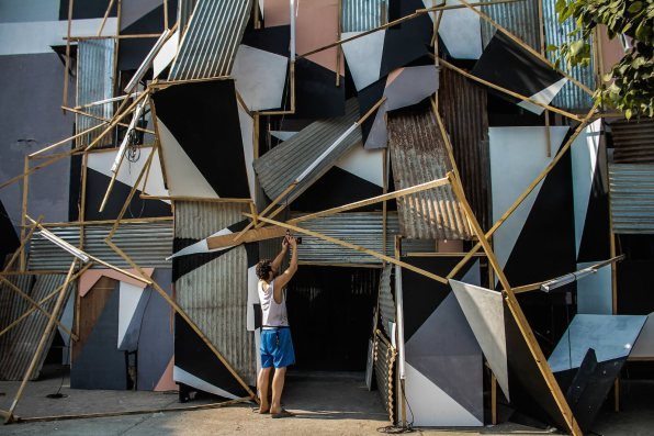 start-street-art-festival-mumbai-india-Clemens-Behr-Sassoon-Dock-Painting-2