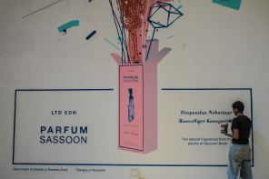 start-street-art-festival-mumbai-india-Sameer-Kulavoor-Parfum-Sassoon-Showroom-pc-Pranav-Gohil