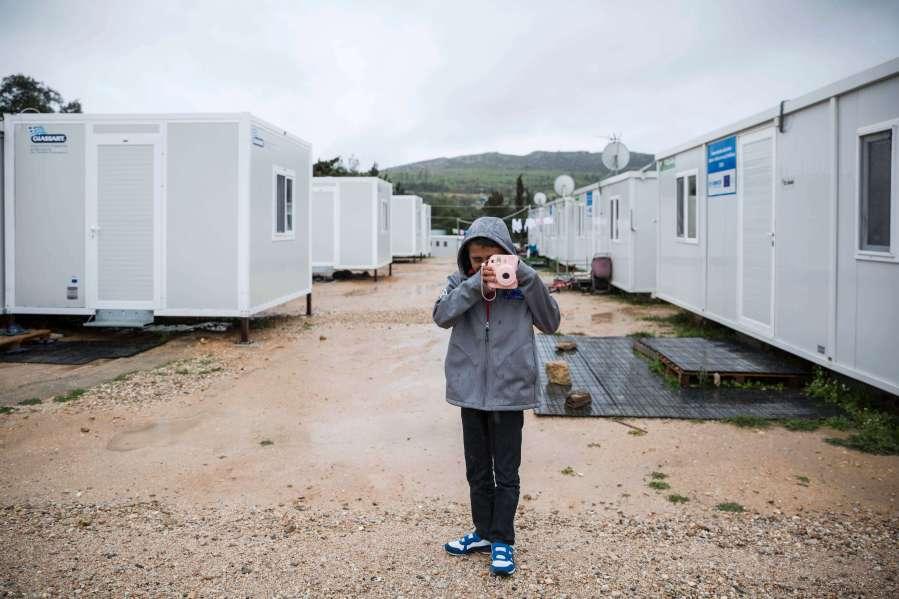 aptart-greece-athens-refugee-camp-47
