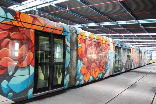 Grenoble-Street-Art-Festival-MC-Baldassari-tramway