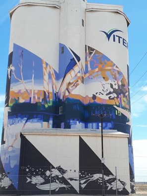Gary Duncan – South Australia Silo Art Trail –Waikerie were the twenty fifth silos to be completed in 2018. Photo CreditJanet Gregory