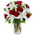 Ramo de rosas y liliums jarron