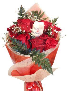 ramo de 12 rosas con rosa tatuada6