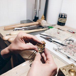 Fabrication artisanale, peigne de mariage, Ajustement