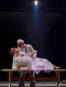 Un-grec-la-Săpânţa-sau-Alegorie-despre-moarte-la-teatru2
