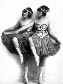 Follies-Madeline-and-Dorothy-Cameron-1920