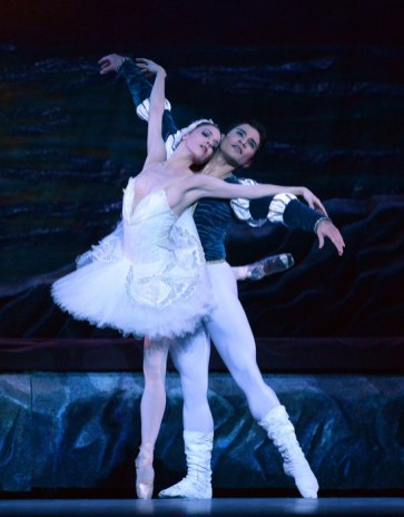 Yosvani Ramos Swan Lake with Katia Carranza and Ballet de Monterrey 2