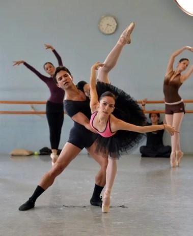 Yosvani Ramos Swan Lake with Katia Carranza and Ballet de Monterrey
