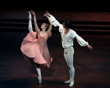 Daria-Klimentova-with-Vadim-Muntagirov-in-Romeo-and-Juliet-2
