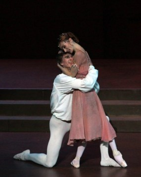 Daria-Klimentova-with-Vadim-Muntagirov-in-Romeo-and-Juliet-3