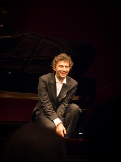 Jonas Kaufmann on one knee at La Scala 3