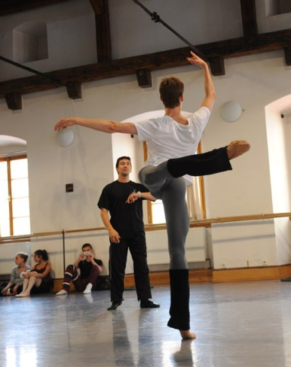 Julio Bocca teaching - photo by Daria Klimentová