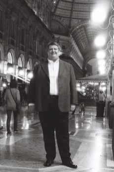 Ambrogio Maestri in Milan's Galleria - photo Roberto Recanatesi