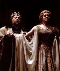 Fiorenza-Cossotto-as-Leonora-with-Piero-Cappuccilli-in-La-Favorita,-La-Scala-1974