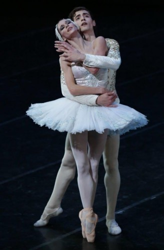 Carlo Di Lanno with Polina Semionova in Swan Lake - photo Brescia/Amisano Teatro alla Scala