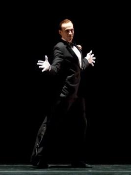 Edward Watson in Arthur Pita's Volver, Voler