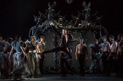 Casse-Noisette - Geoffrey Van Dyck as Drosselmeyer - photo Gregory Batardon