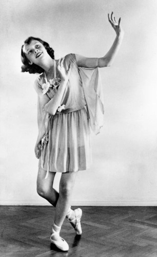 Dance recital photograph by Manon van Suchtelen, 1942