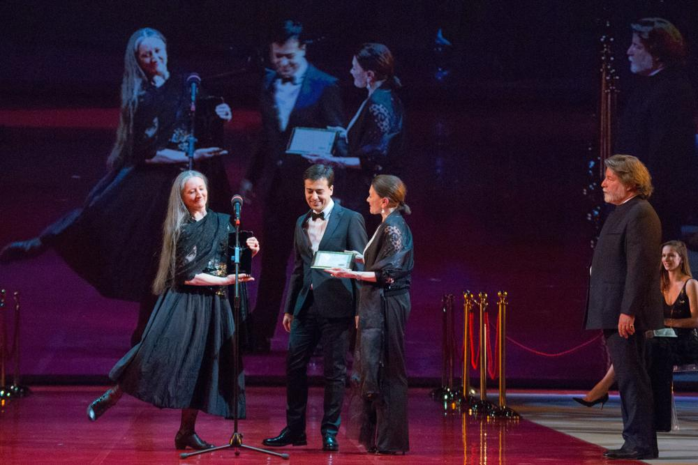Ana Laguna playfully receives the Prix Benois-Massine Moscow-Positano 2015 from Daniele Cipriani - photo by M Logvinov