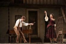 Leo Nucci as Figaro and Lilly Jorstad as Rosina in Il barbiere di Siviglia - Brescia-Amisano, Teatro alla Scala