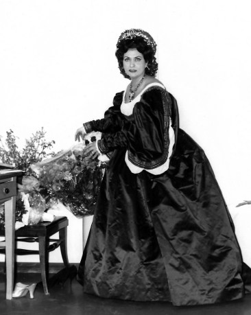Virginia Zeani dressed for Rossini's Otello, Rome 1975
