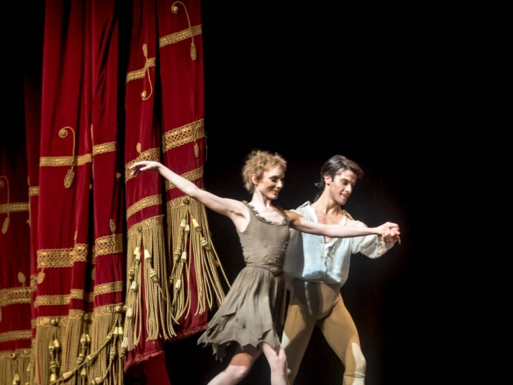 Sarah Lamb and Claudio Coviello in Manon, La Scala 2015