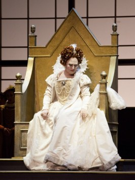 Anna Pirozzi as Elizabetta I in Roberto Devereux in Bilbao, 2015