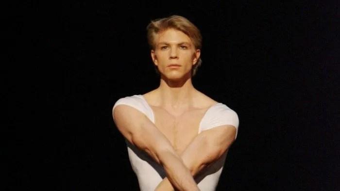 Maurice Béjart's Gaîté parisienne with Marijn Rademaker photo by Stuttgarter Ballet