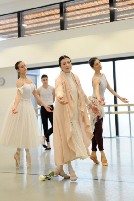 Carla Fracci coaching ESDCM Rosella Hightower students in Giselle - photos by Nathalie Sternalski 13
