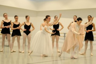 Carla Fracci coaching ESDCM Rosella Hightower students in Giselle - photos by Nathalie Sternalski 31