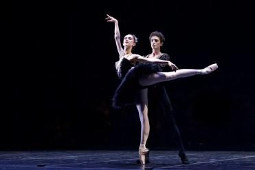 Daniele Silingardi and Jeanette Kakareka in the Black Swan pas de deux - photo by Dasa Wharton