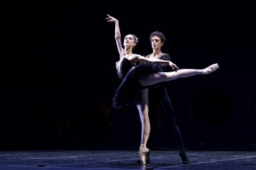 Daniele Silingardi and Jeanette Kakareka in the Black Swan pas de deux - photo by Dasa Wharton