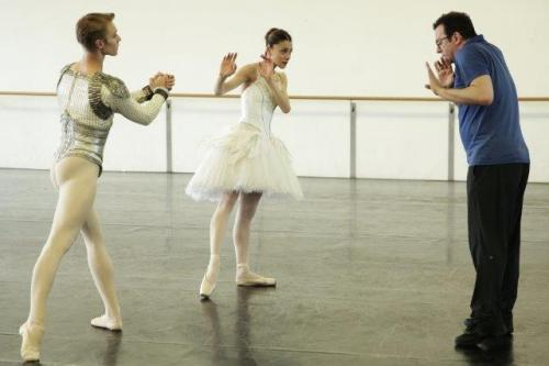 Alexei Ratmansky rehearses Nicoletta Manni and Timofej Andrijashenko in Swan Lake - photo by Brescia and Amisano Teatro alla Scala