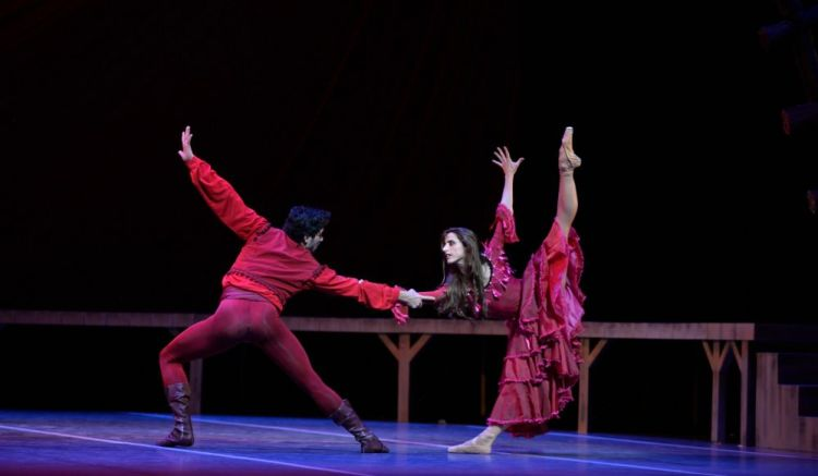 Carmen with Sergio Muzzio and Maria Riccetto - photo by Amalia Pedreiras, BNS | Ballet Nacional Sodre