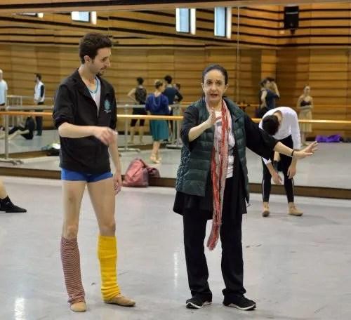 Marcia Hydée rehearsing Damian Torío - photo Amalia Pedreiras, BNS | Ballet Nacional Sodre
