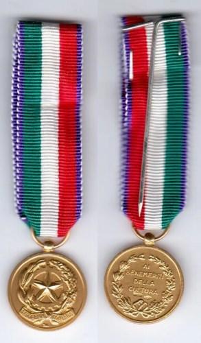 Medaglia_d'oro_ai_benemeriti_della_cultura_e_dell'arte