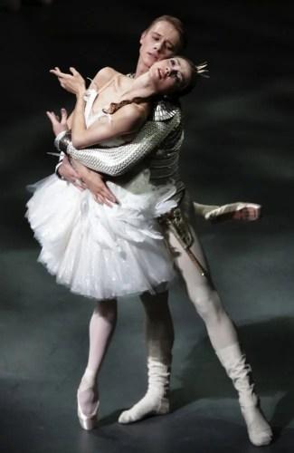 Nicoletta Manni as Odette with Timofej Andrijashenko photo by Brescia e Amisano, Teatro alla Scala 2016 2