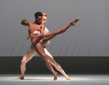 Chroma by Wayne McGregor with Rachael McLaren and Steven McRae © ROH, 2016, photographed by Andrej Uspenski