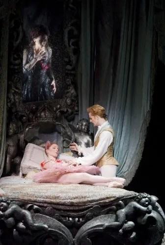 The Sleeping Beauty. Sarah Lamb as Aurora, Steven McRae as Prince Florimund. cROH Johan Persson, 2011