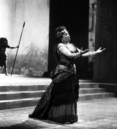Leontyne Price in Aida 1963 photo Piccagliani