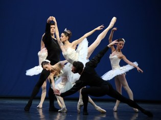 Symphony in C (1) Nicoletta Manni and Roberto Bolle