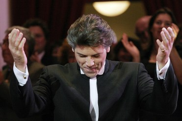Thomas Hampson receiving the Edison Life Achievement Award 2005