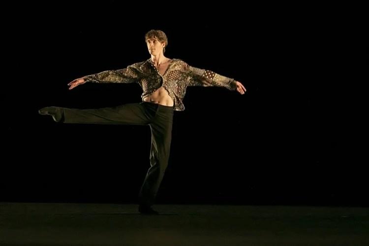 Aitor Arrieta dances SelF by Aleix Mane © Dasa Wharton