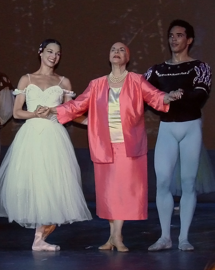 Alicia Alonso after a performance with the Ballet National de Cuba, Paris, photo by Jean Pierre Dalbéra