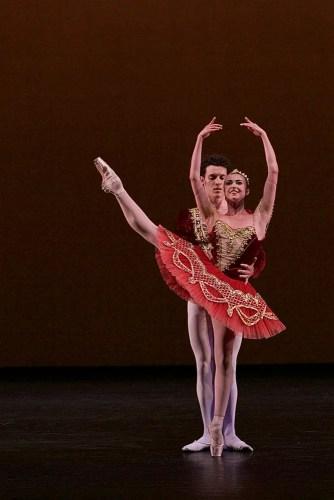 Isabelle Brouwers and Emilio Pavan performing Paquita © Dasa Wharton 02