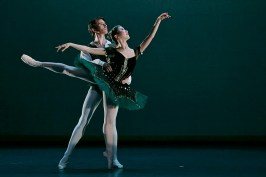 Rina Kanehara and Aitor Arrieta performing the Esmeralda pas de deux © Dasa Wharton